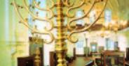 Klausová synagoga - interiér se svícnem