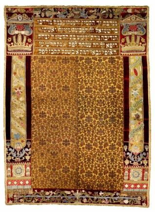 Synagogální opona věnovaná manželi Maiselovými - Inv. č. ŽMP 031.749 (vystaveno v Maiselově synagoze), samet, hedvábí, aplikace, výšivka říčními perlami a českými granáty, Čechy (Praha), 1592 (obnoveno 1767), získáno jako tzv. válečný svoz v letech 1942-1945 ze svozového místa Praha, Maiselova synagoga