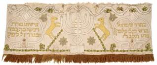 Drapérie - Inv. č. ŽMP 004.677, hedvábí, aplikace, výšivka hedvábnou přízí a dracounem, Morava, 1795, získáno jako tzv. válečný svoz v letech 1942-1945 ze svozového místa Boskovice