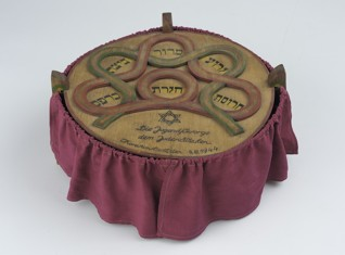 Matzah plate - Inv. No. JMP 101.865  Terezín, 1944 Wood