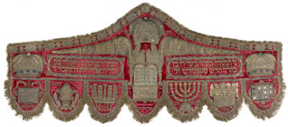 Valance donated by Beer Schefteles and his wife Riklah - Inv. No. JMP 017.216, velvet, metal thread embroidery, appliqué, Bohemia (Prague), 1764, acquired by the museum in 1942-45 from the 'Prague' (Klausen Synagogue) collection point