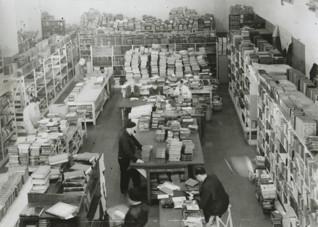 S005420.jpg - Sklad zabavených knih, 1942-1944