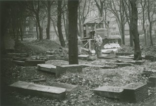 S020518.jpg - The cemetery in Žižkov during its conversion to a park (Mahlerovy sady), 1960