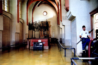 S059091.jpg - The Pinkas Synagogue during the floods in 2002