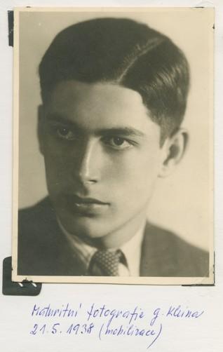 Gideon Klein v roce 1938 - Gideon Klein zemřel v lednu 1945 v koncentračním táboře ve Fürstengrube. Jeho maturitní fotografii ŽMP věnovala jeho sestra Eliška Kleinová.  Fotografie je uložena v samostatné pozůstalosti Gideona Kleina.