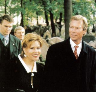 15.png - Velkovévoda Lucemburska, jeho královská výsost velkovévoda Henri s chotí (2002)