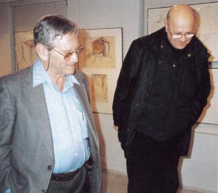 18.png - Izraelský spisovatel Amos Oz s malířem a sochařem  A. Veselým v Galerii Roberta Guttmanna (2003)