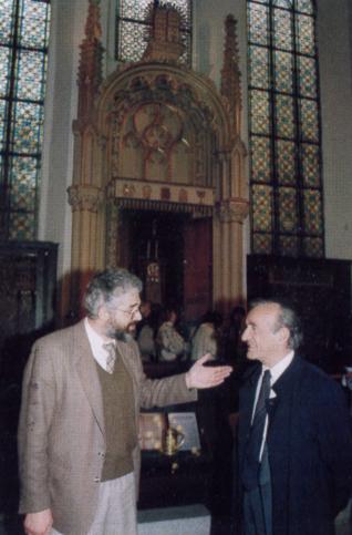 2.png - Spisovatel a nositel Nobelovy ceny míru z roku 1986 Elie Wiesel v Maiselově synagoze (1996)