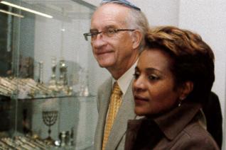 25.png - Kanadská generální guvernérka Michaëlle Jean s manželem (2007)