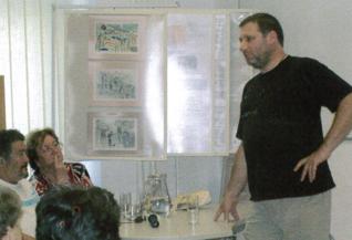 26.png - Herec Tomáš Töpfer na přednášce v ŽMP v roce 2008