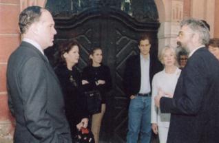 9.png - Předseda Světového židovského kongresu Ronald S. Lauder s manželkou (1997)