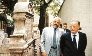 14.png - Jorge Sampaio, President of Portugal, at the Old Jewish Cemetery  (2001)