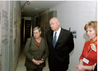 21.png - Israel's Ambassador Arthur Avnon with his wife (2005)