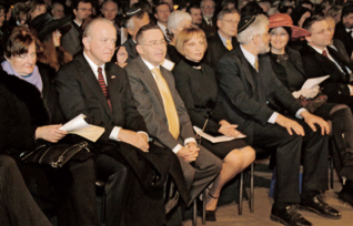 23.png - Opening Ceremony of the Year of Jewish Culture in the Spanish Synagogue (2006). From left: US Ambassador J. Cabaniss with wife, Israel's Ambassador Arie Arie with wife, Director of the jewish Museum in Prague Leo Pavlát and President of Chamber of Deputies of the Parliament of the Czech Republic, Lubomír Zaorálek