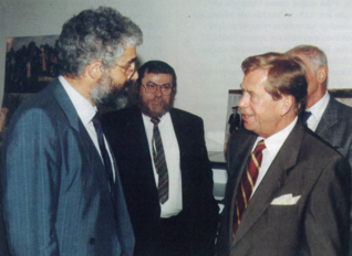 3.png - President of the Czech Republic, Václav Havel, and Chief rabbi Karol Sidon visiting the Education and Cultural Center of the Jewish Museum in Prague (1996)
