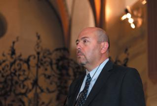 33.png - Israel's Ambassador Gary Coren in the Pinkas Synagogue (2013)