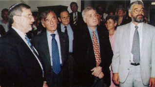 7.png - Raphael Gvir, Israel's Ambassador to the Czech Republic, writer and 1986 Nobel Peace Price laureate Elie Wiesel, Mark Podwal, author of the Jewish Dreams exhibition and Leo Pavlát (1997)