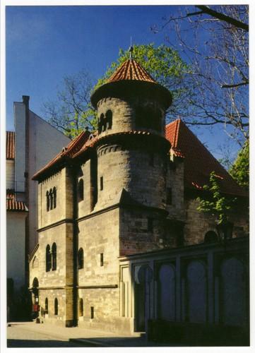 Budova Pražského pohřeb.bratrstva - jaro