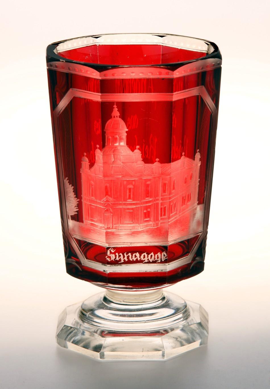 Pamětní pohárek s vyobrazením liberecké synagogy