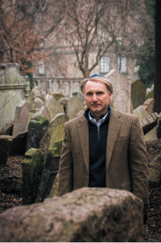 32.png - American writer Dan Brown (2013)