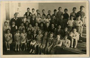 Třídní fotografie žáků IV B židovské obecné školy v Jáchymově ulici za okupace, 1941