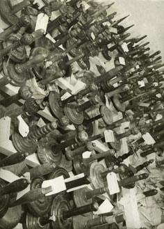 Pohled do skladů Židovského ústředního musea (1942-1945)