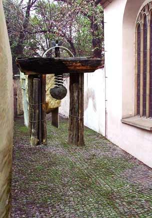 Tři brány, projekt pro Pinkasovu ulici v Praze (počítačová manipulace a tisk Radka Mullerová)