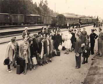 Příjezd dívek z transportu B na ozdravný pobyt ve Švédsku, léto 1945